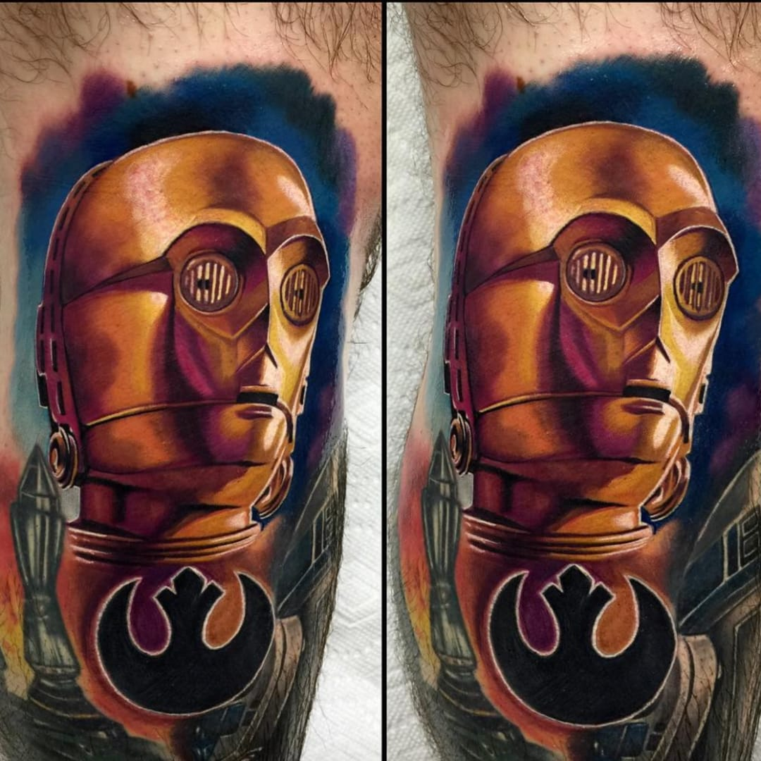 These are the tattoos that you are looking for. By Audie Fulfer Jr. (Via IG - audie_tattoos) #AudieFulfer #realism #starwars #c3po
