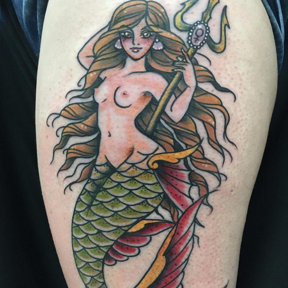 Sereia por Ferna Tenjou! #FernaTenjou #tatuadorasbrasileiras #sereia #mermaid #oldschool #traditional #tradicional