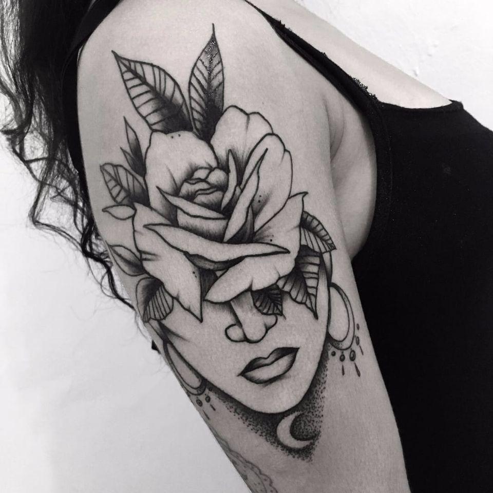 Trabalho da artista Ferna Tenjou! #FernaTenjou #tatuadorasbrasileiras #dotwork #woman #girl #mulher #flor #flower