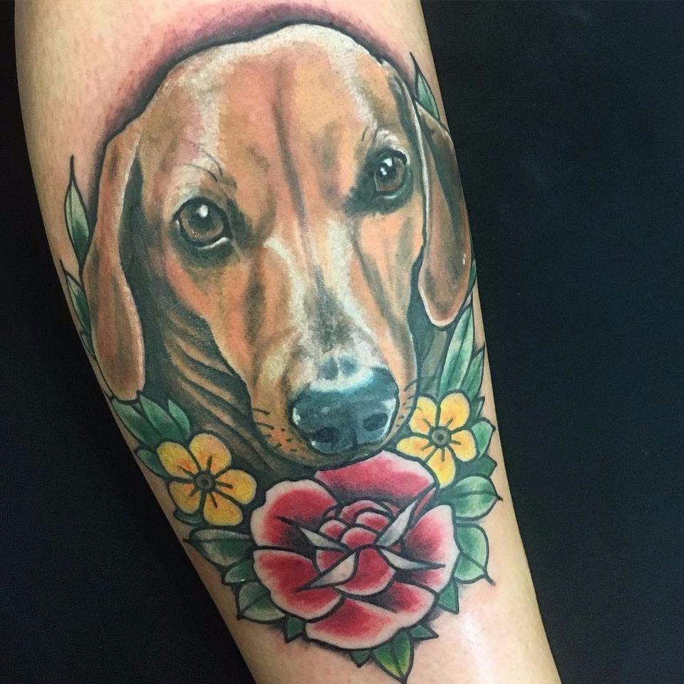 Caozíneo por Ferna Tenjou! #FernaTenjou #tatuadorasbrasileiras #dog #cão #cachorro #salsicha #salsichinha #dachshund
