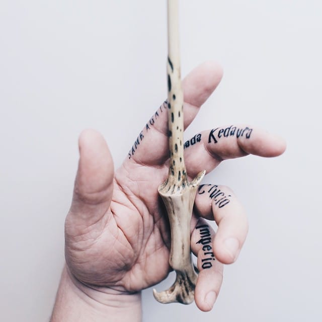 The finger Harry Potter tattoos of Chris Ramsay, Montreal Magician. #HarryPotter #fantattoo #ChrisRamsay #quote #lettering #fingertattoos