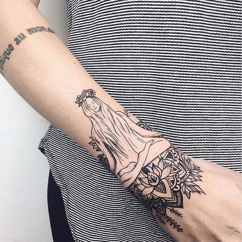 Peace by Laura Martinez (via IG-nothingwildtattoo) #decorative #geometric #blackink #floral #LauraMartinez #FleurNoire