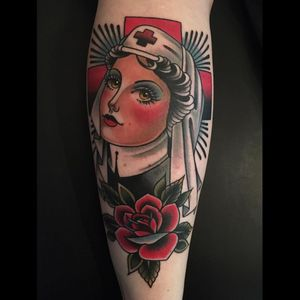 A very plush Rose of No Man's Land piece by Frank Lifetime (IG—franklifetime). #FrankLifetime #ladyhead #RoseofNoMansLand #traditional