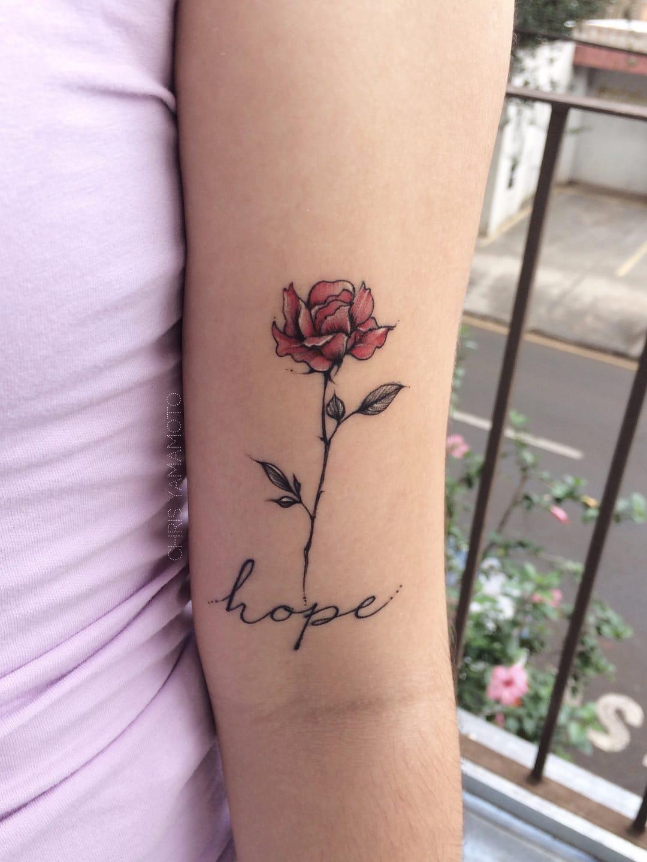 Flor delicada por Chris Yamamoto! #ChrisYamamoto #TatudoresBrasileiros #TatuadoresdoBrasil #Tattoobr #TattoodoBr #delicate #fineline #delicada #flower #flor