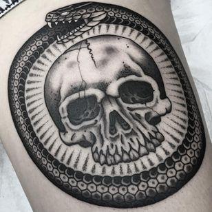 An ouroboros around a skull by Frankie Caraccioli (IG—death_cloak). #blackandgrey #FrankieCaraccioli #ouroboros #skull