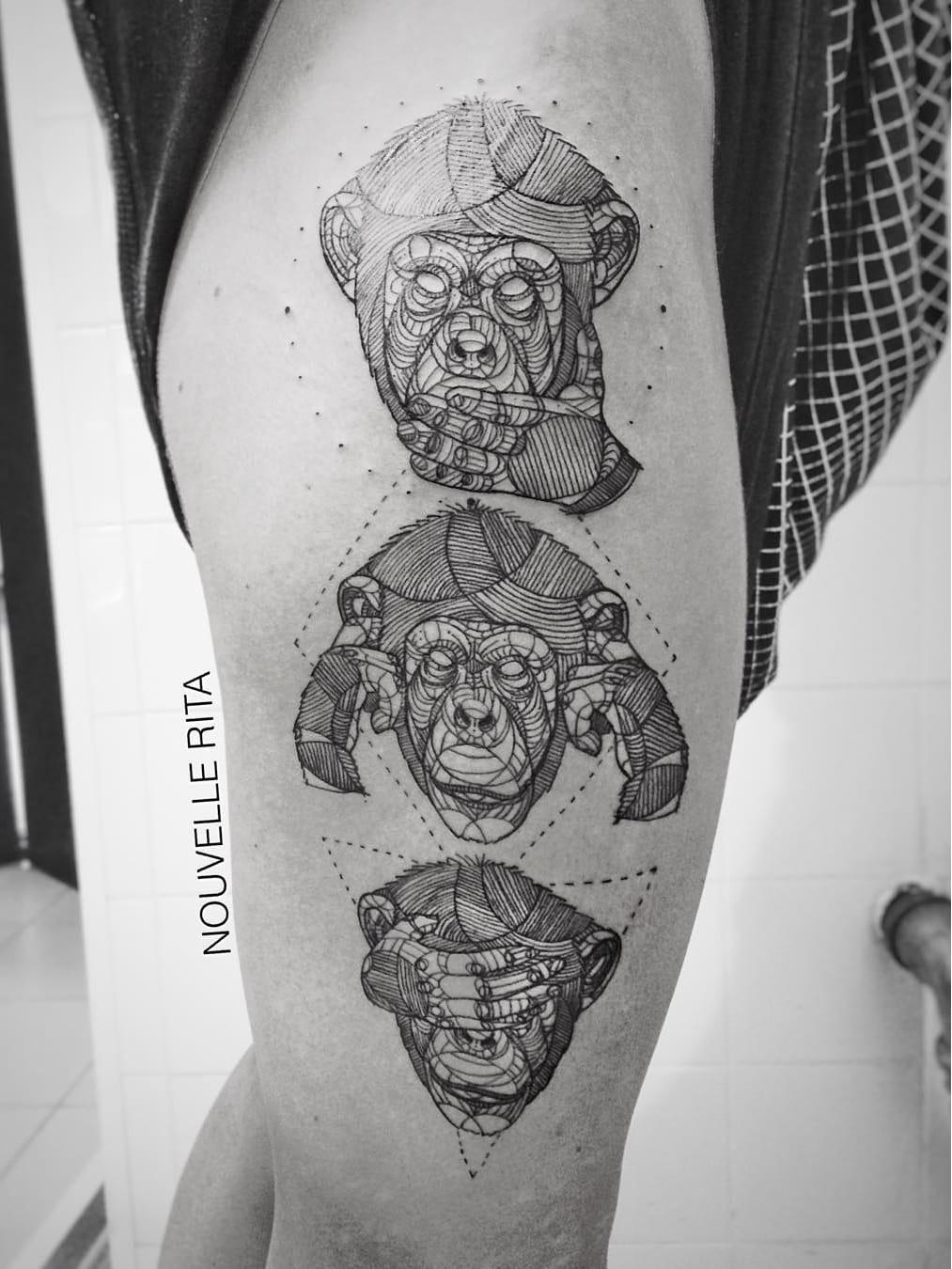 Não ouça mal, não fale mal, não veja o mal #NouvelleRita #macacotattoo #monkeytattoo #macaco #monkey #tresmacacossabios #ThreeMonkeys #triangulo #triangle #circle #circulo #losango #diamond