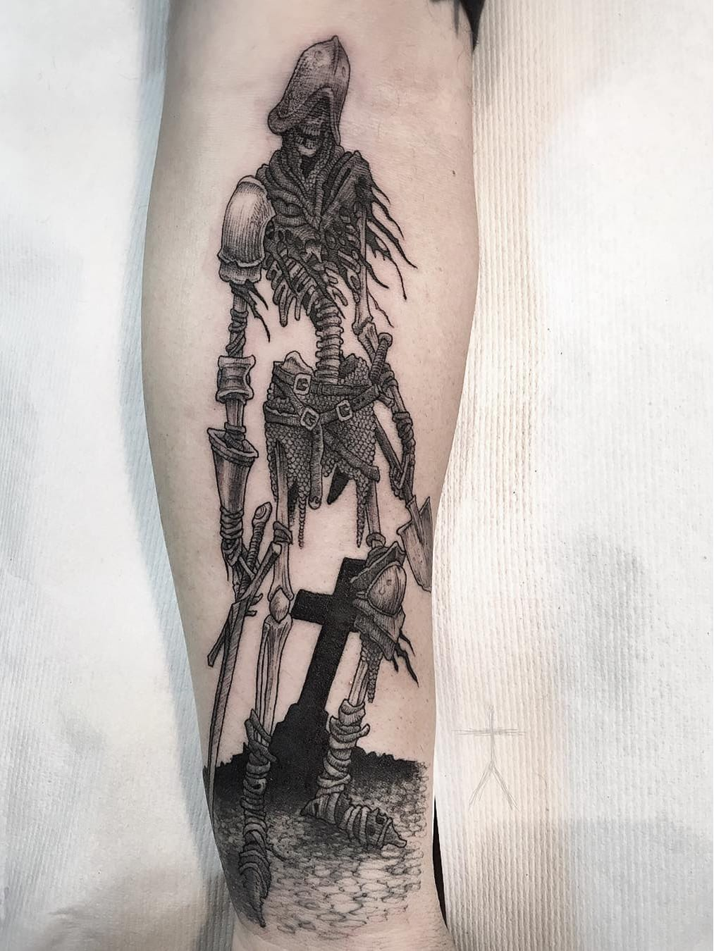 De volta dos mortos #ChristopherJadeCuevas #CJTattooer #gringo #blackwork #fromhell #dark #skull #cranio #caveira #bones #ossos #warrior #guerreiro #sword #espada #cemitery #cemiterio #cross #cruz