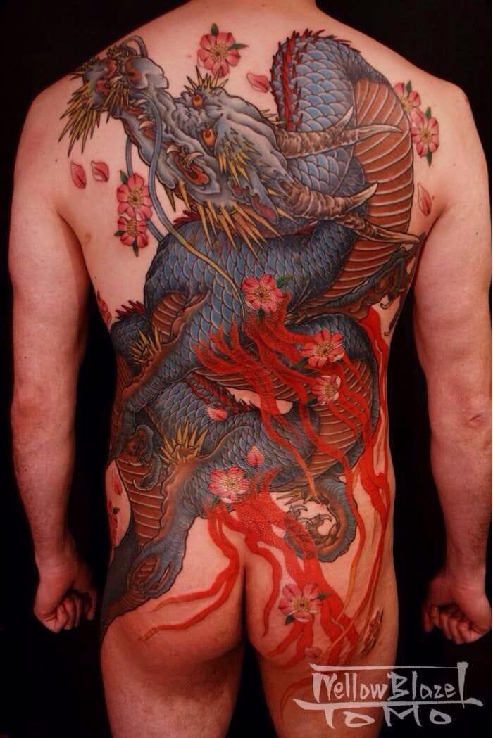 Por Horitomo #Horitomo #dragao #dragaotattoo #dragontattoo #mitologia #mythology #flor #flower #oriental #colorida #fullcolor #dragon