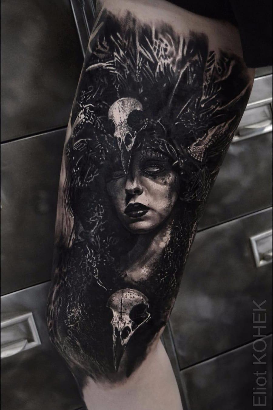 Por Eliot Kohek #EliotKohek #gringo #realismo #realism #pretoecinza #blackandgrey #woman #mulher #skull #caveira #dark #terror #horror #bruxa #witch #bruxaria #witchcraft