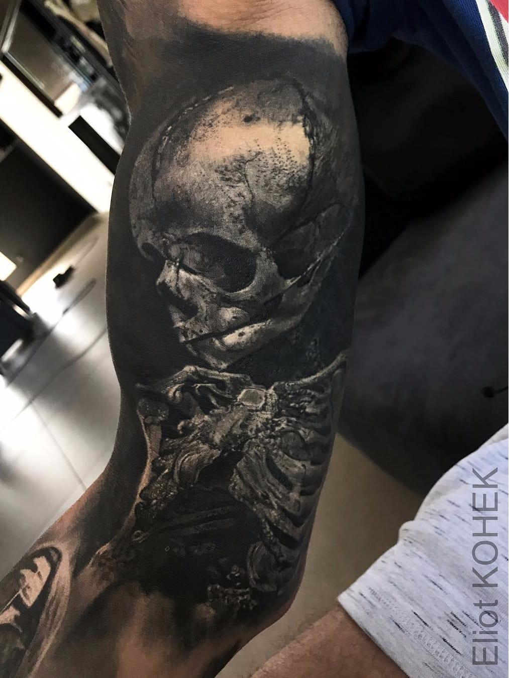 Por Eliot Kohek #EliotKohek #gringo #realismo #realism #pretoecinza #blackandgrey #skull #caveira #esqueleto #skeleton #ossos #bones #dark #terror #horror