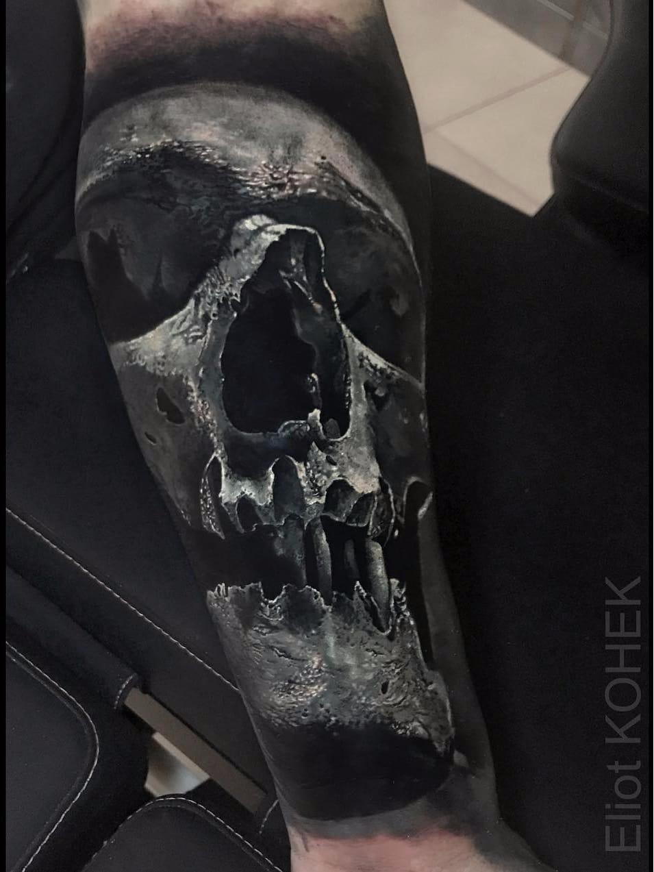 Por Eliot Kohek #EliotKohek #gringo #realismo #realism #pretoecinza #blackandgrey #skull #caveira #cranio #dark #terror #horror