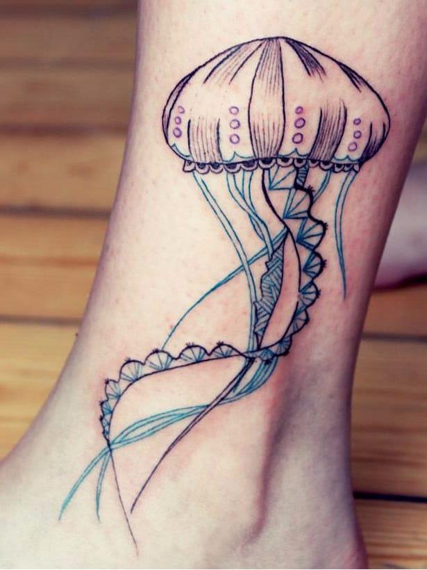 Por Capitaine Plum #CapitainePlum #aguaviva #jellyfish #jellyfishtattoo #graphic #grafica #colorida #colorful