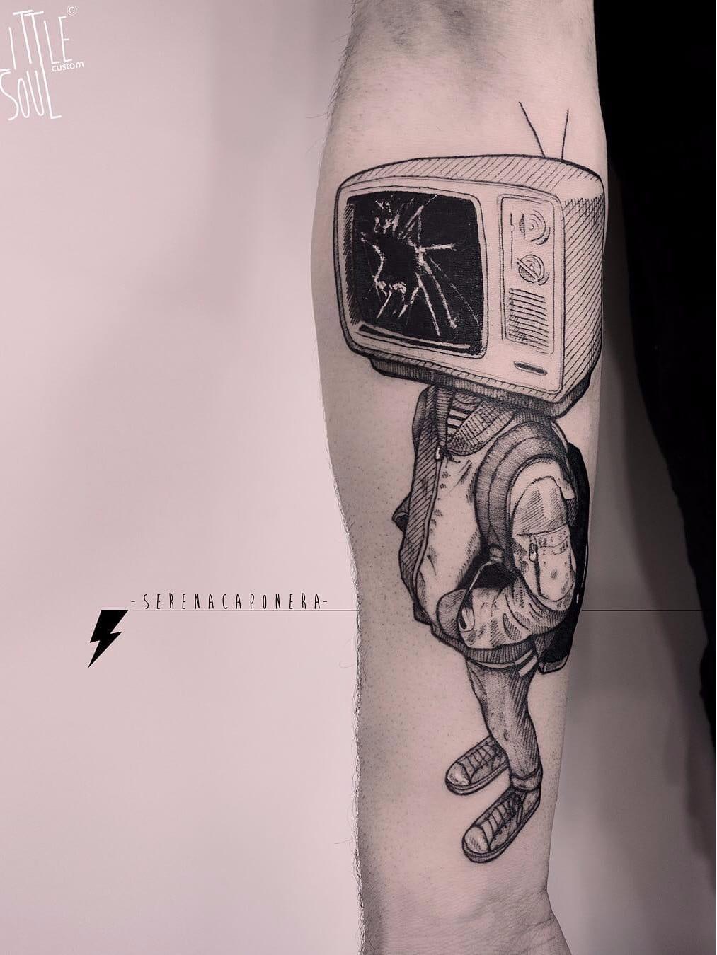 Viciado em TV? #SerenaCaponera #gringa #blackwork #grafico #graphic #vintage #boy #garoto #tv #television #colagem #collage