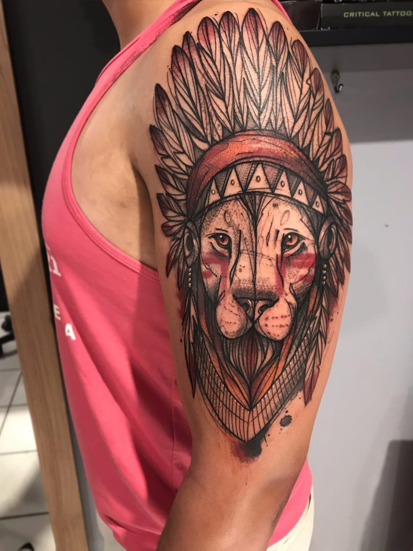 Leão da tribo #GustavoTakazone #brasil #brazil #brazilianartist #tatuadoresdobrasil #aquarela #watercolor #sketchstyle #estilorascunho #leao #lion #cocar #headdress #pontilhismo #dotwork #indio #indian