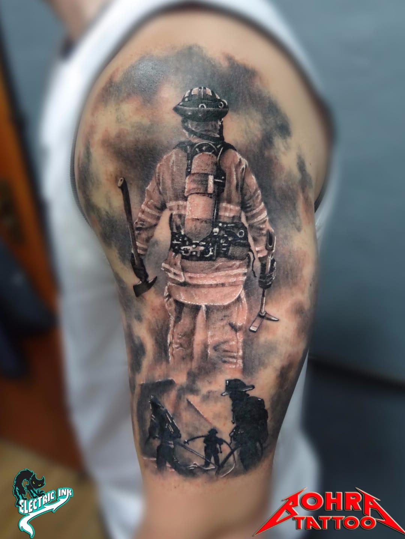 Heróis do dia-a-dia #JandersonBolzan #Bohra #brasil #brazil #brazilianartist #tatuadoresdobrasil #realismo #realism #pretoecinza #blackandgrey #bombeiro #firefighter