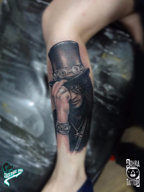 Slash, a lenda #JandersonBolzan #Bohra #brasil #brazil #brazilianartist #tatuadoresdobrasil #realismo #realism #slash #musica #music #homem #man #pretoecinza #blackandgrey #GunsNRoses #rock #chapeu #hat