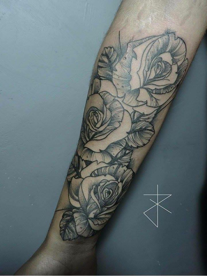 #JoaoCarvalho #JoaoRabiscado #brasil #brazil #brazilianartist #tatuadoresdobrasil #blackwork #flor #flower #rose #rosa #folha #leaf #botanica #botanical #pontilhismo #dotwork