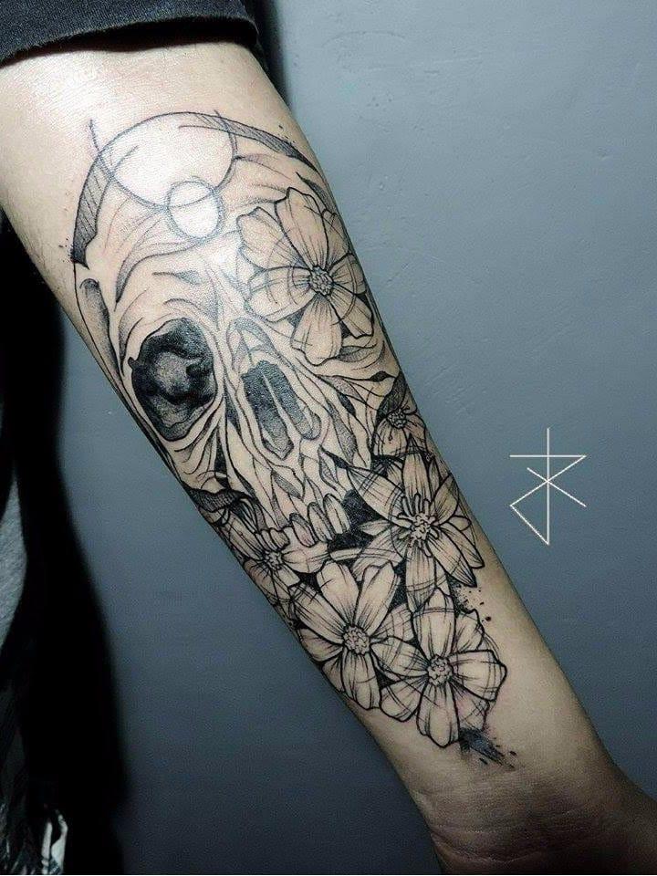 #JoaoCarvalho #JoaoRabiscado #brasil #brazil #brazilianartist #tatuadoresdobrasil #blackwork #sketchstyle #flor #flower #skull #caveira #cranio #pontilhismo #dotwork