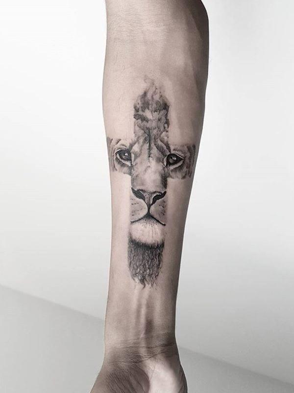 #ViniciusScalfone #brasil #brazil #brazilianartist #tatuadoresdobrasil #blacwork #leao #lion #cruz #cross