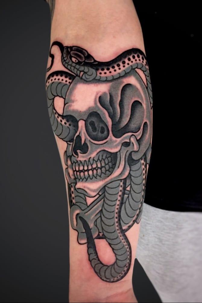 #skulltattoo #skull #snake #snaketattoo #traditionaltattoo #stefbastian #traditionalskulltattoo #traditionalsnaketattoo