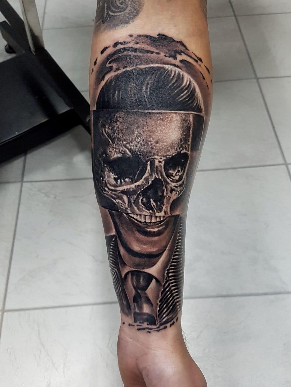 #MarekHaras #gringo #realismo #realism #pretoecinza #blackangrey #homem #man #skull #caveira #cranio