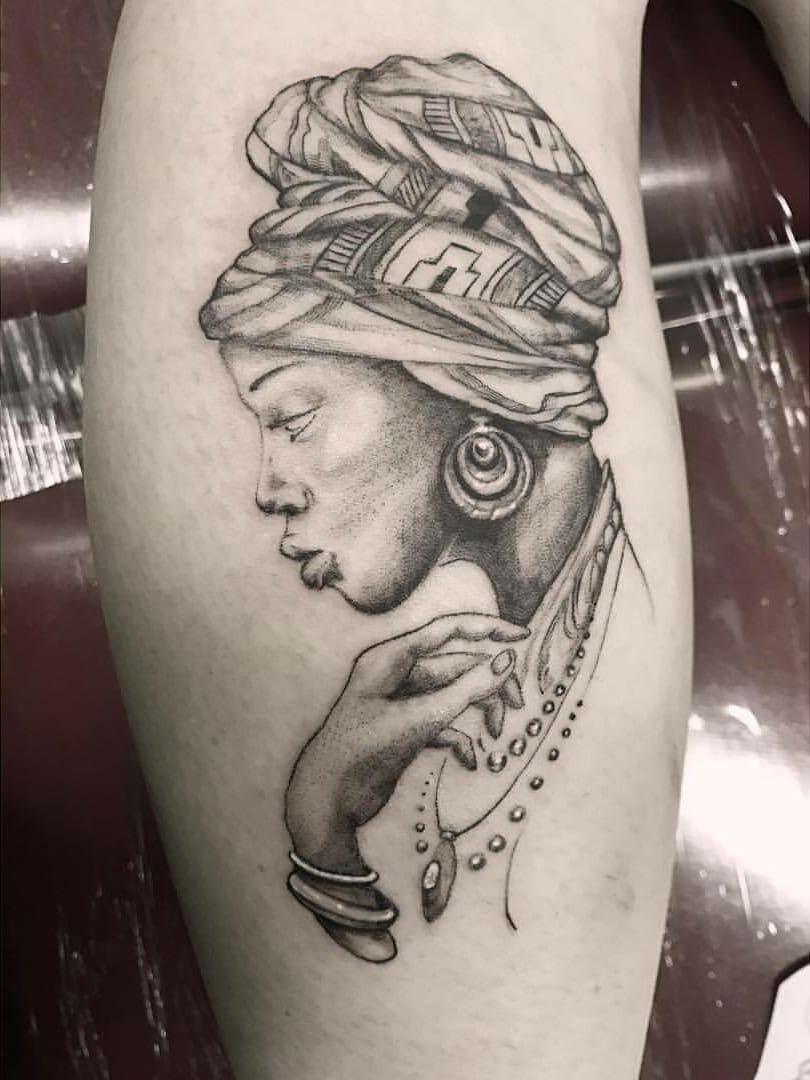 #ChiquinhoGomes #brasil #brazil #brazilianartist #tatuadoresdobrasil #delicate #delicada #blackwork #woman #mulher #fineline #pontilhismo #dotwork