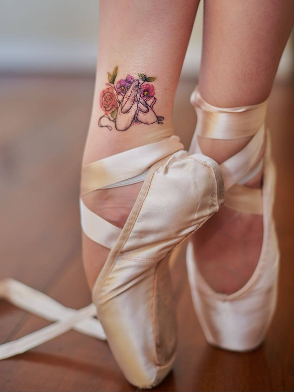 #SarahMonteiro #brasil #brazil #brazilianartist #TatuadorasDoBrasil #balé #ballet #dance #dança #ballettattoo #bailarina #balerina #sapatilha #shoes #sneaker
