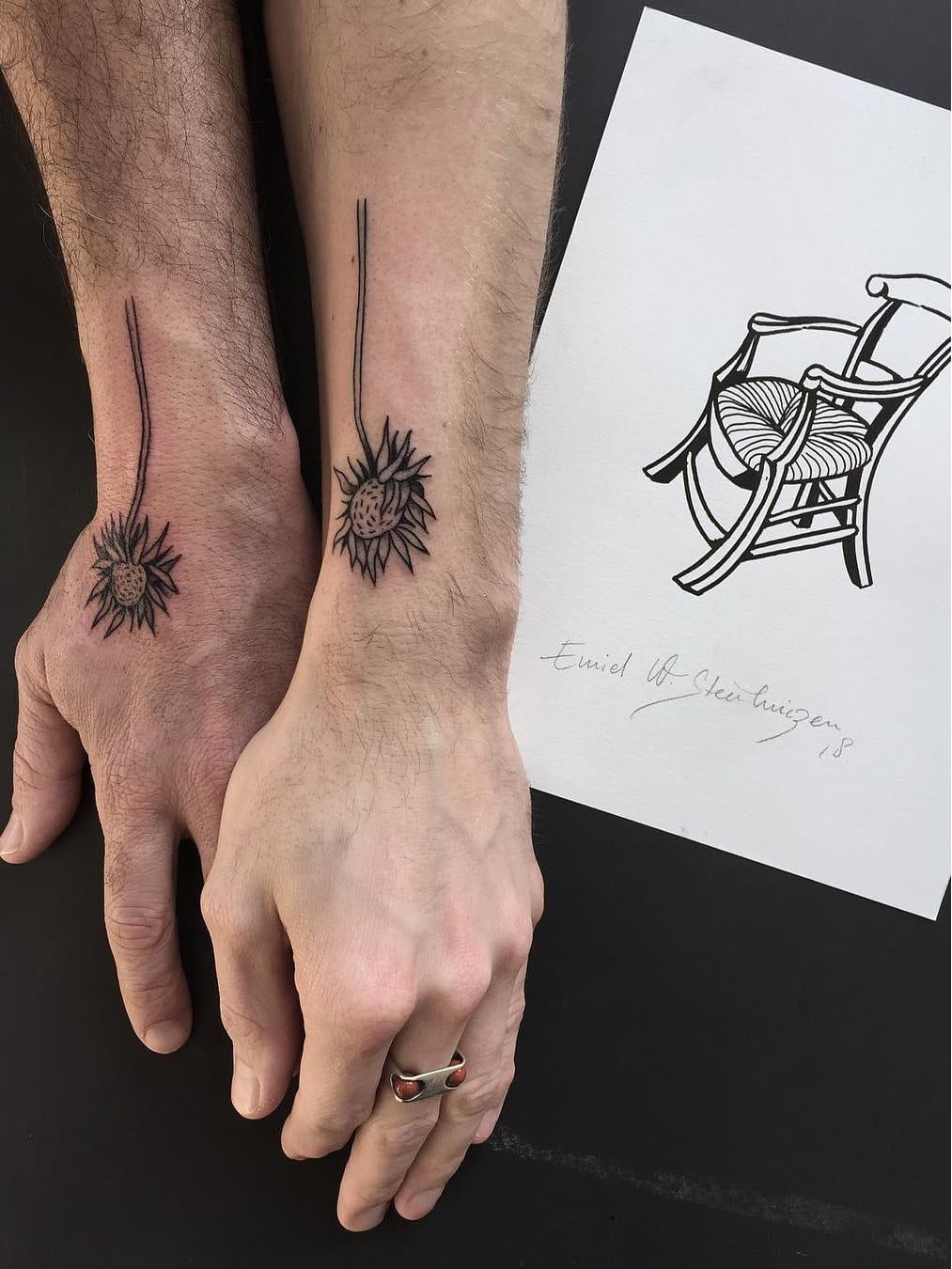 #EmielSteenhuizen #VincentVanGogh #VanGogh #arte #art #blackwork #flor #flower #girassol #sunflower #coupletattoo #tattoodecasal #matchtattoo