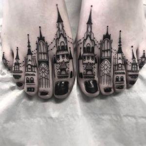 castles on the toes. Done by Heidi Furey at Fat Fugu Collective #caste #blackwork #blackandgrey #ToeTattoo