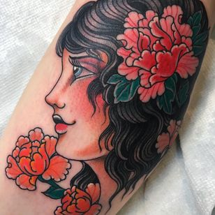 American traditional tattoo by Beau Brady #BeauBrady #traditional #traditionaltattoo #color #oldschool #AmericanTraditional #lady #ladyhead #flowers #floral #peony #leaves #nature #beautiful