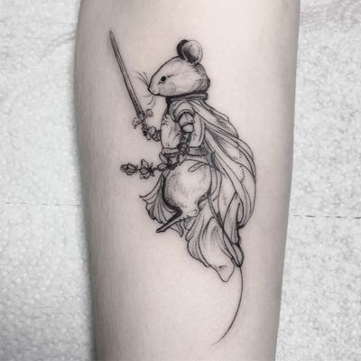 Tattoo by Ligia aka lillesnegl #Ligia #lillesnegl #fantasytattoo #fantasytattoos #fantasy #magic #mouse #animal #sword #floral #flowers #warrior #soldier #knight #fairytale #legend #cute #fineline #illustrative