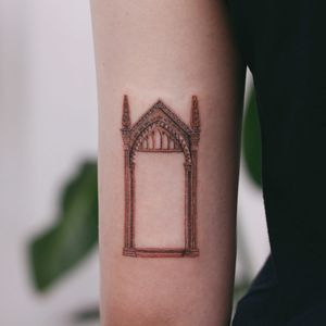 Tattoo by Saegeem #Saegeem #fantasytattoo #fantasytattoos #fantasy #magic #Hogwarts #portal #door #architecture #HarryPotter #detailed #realism #realistic #building #fairytale #legend #cathedral