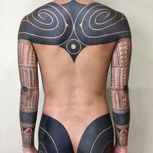 Tribal Tattoo by Taku Oshima #TakuOshima #tribaltattoos #tribaltattooing #tribal #ancient #blackwork #pattern #linework #dotwork #shapes #abstract