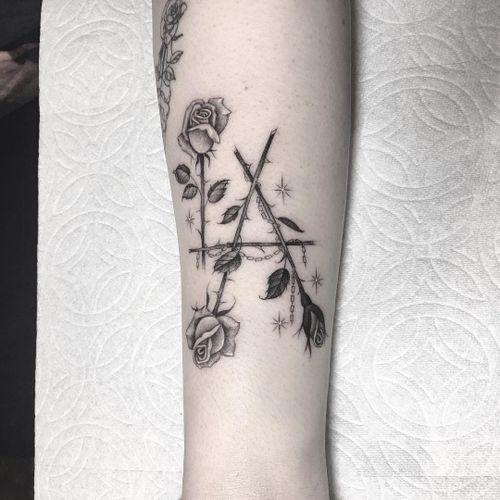 Tattoo by Em Scott #EmScott #thorntattoos #thorntattoo #thorns #thorn #nature #plant #rose #chain #sparkle #losangeles #LA #california