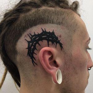 Tattoo by David Whitegun #DavidWhitegun #thorntattoos #thorntattoo #thorns #thorn #nature #plant #blackwork #headtattoo #scalptattoo