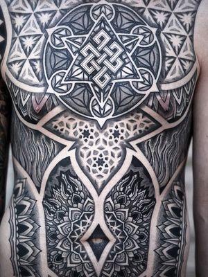 Body suit by Aries Rhysing #AriesRhysing #geometrictattoos #geometric #sacredgeometry #sacredgeometrytattoo #pattern #line #linework #shapes #ornamental #dotwork #mandala #eternalknot