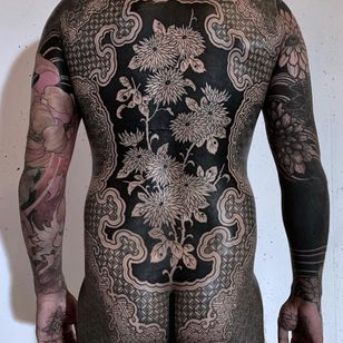 Bodysuit collaboration by Nissaco and Gakkin #Nissaco #Gakkin #geometrictattoos #geometric #sacredgeometry #sacredgeometrytattoo #pattern #line #linework #shapes #ornamental #dotwork #flowers