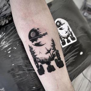 Star Wars tattoo by Basia po Drugiej Stronie Igły #BasiapoDrugiejStronieIgły #StarWarstattoos #StarWarstattoo #StarWars #GeorgeLucas #movietattoo #filmtattoo #space #galaxy #scifi