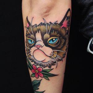 Grumpy Cat tattoo by Linn Aasne #linnAasne #TardarSauce #GrumpyCat #cat #kitty #petportrait #GrumpyCattattoos #GrumpyCattattoo #cattattoo #meme #petportraittattoo #funnytattoo