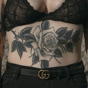 Floral tattoo by Javier Betancourt #javierbetancourt #floraltattoos #floral #flower #flowertattoos #plants #nature #petals #healed #stomach #rose #leaves #oldschool #chicano #illustrative #traditional