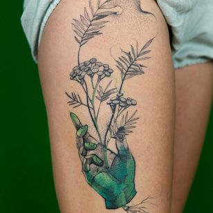 Floral tattoo by Dzo Lama #DzoLama #floraltattoos #floral #flower #flowertattoos #plants #nature #petals #hand #illustrative #linework #dotwork #color #leaves #roots #leg
