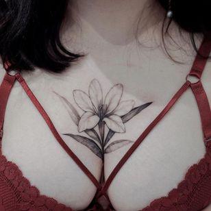 Floral tattoo by Zihwa #Zihwa #floraltattoos #floral #flower #flowertattoos #plants #nature #petals #chest #blackandgrey #fineline #illustrative #chest