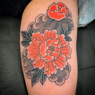 Peony tattoo by Rodrigo Canteras #rodrigocanteras #fivepoints #NewYork #Brooklyn #Peony #tattooedtravels #tattooideas #tattooshop #tattoostudio #travel #tattoos
