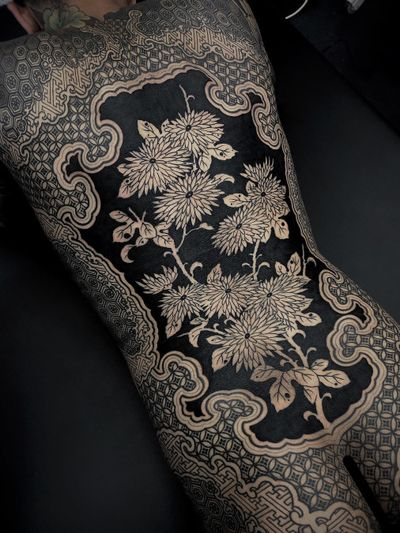 Bodysuit by Gakkinx #Gakkinx #torsotattoos #torso #bigtattoo #bigtattoos #bodysuit #chrysanthemum #pattern #geometric #pattern #ornamental #blackfill