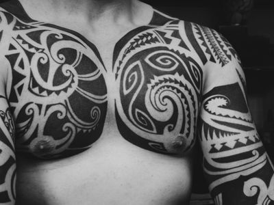 Tribal tattoo by Niki Ianiro #NikiIaniro #BerlinInkTattooing #BerlinInk #Berlin #BerlinGermany #tattoostudio #tattooshop #tribal #pattern #blackwork #linework