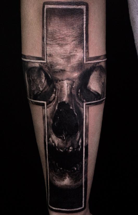 Another sick skull by Jeong Hwi Jeon! #skull #cross #blackwork #jeongjeon