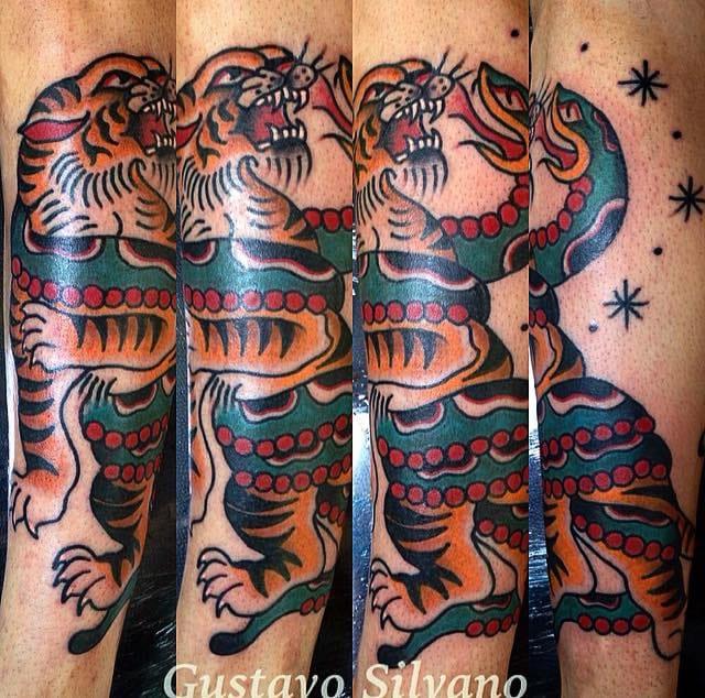 Tigre e cobra, quem ganha essa? Com certeza o cliente e nós que podemos ver artes incríveis!
