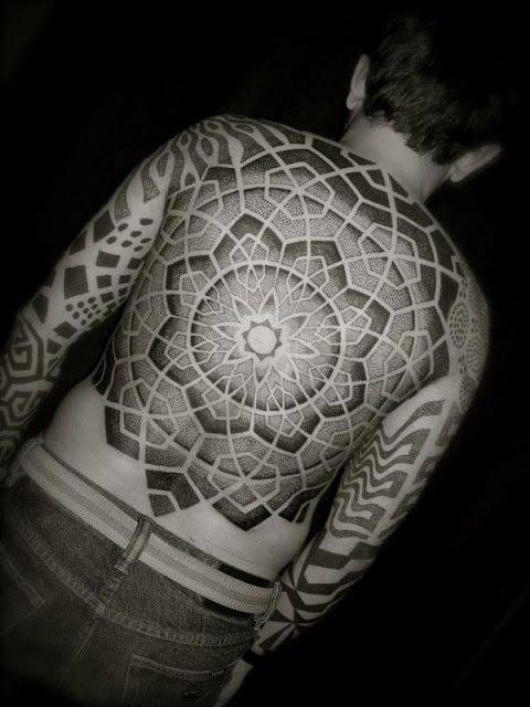 This one too! A huuuge Mandala! Dotwork tattoo by Tomas Tomas #dotwork #ThomasThomas #mandala #fullback #backpiece