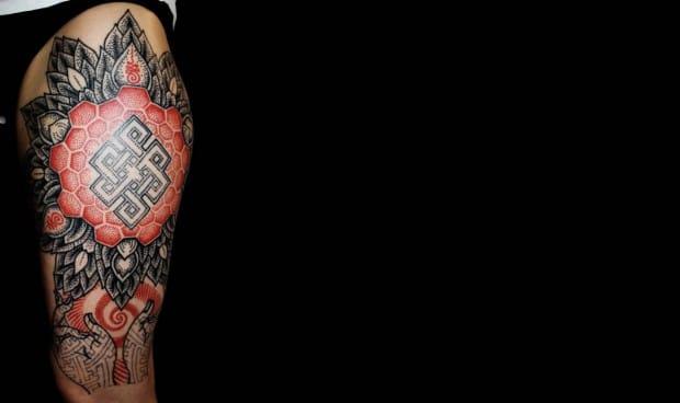 Love the work of Karolina Czaja. #geometry #geometric #dotwork #dotshades #redink #red