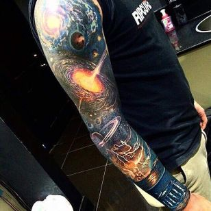 This sleeve is out of this world... Could you credit the artist?